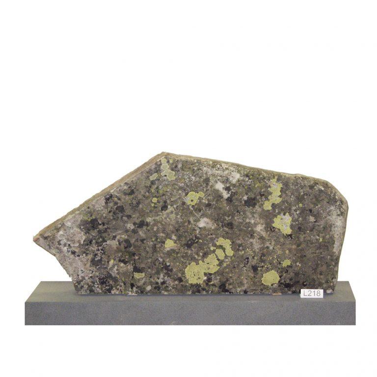 Kivilähde, luonnonkivi, hautakivi