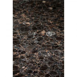 Kivilähde. kivitaso, graniittitaso