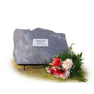 Kivilähde, gravestone, natural stone